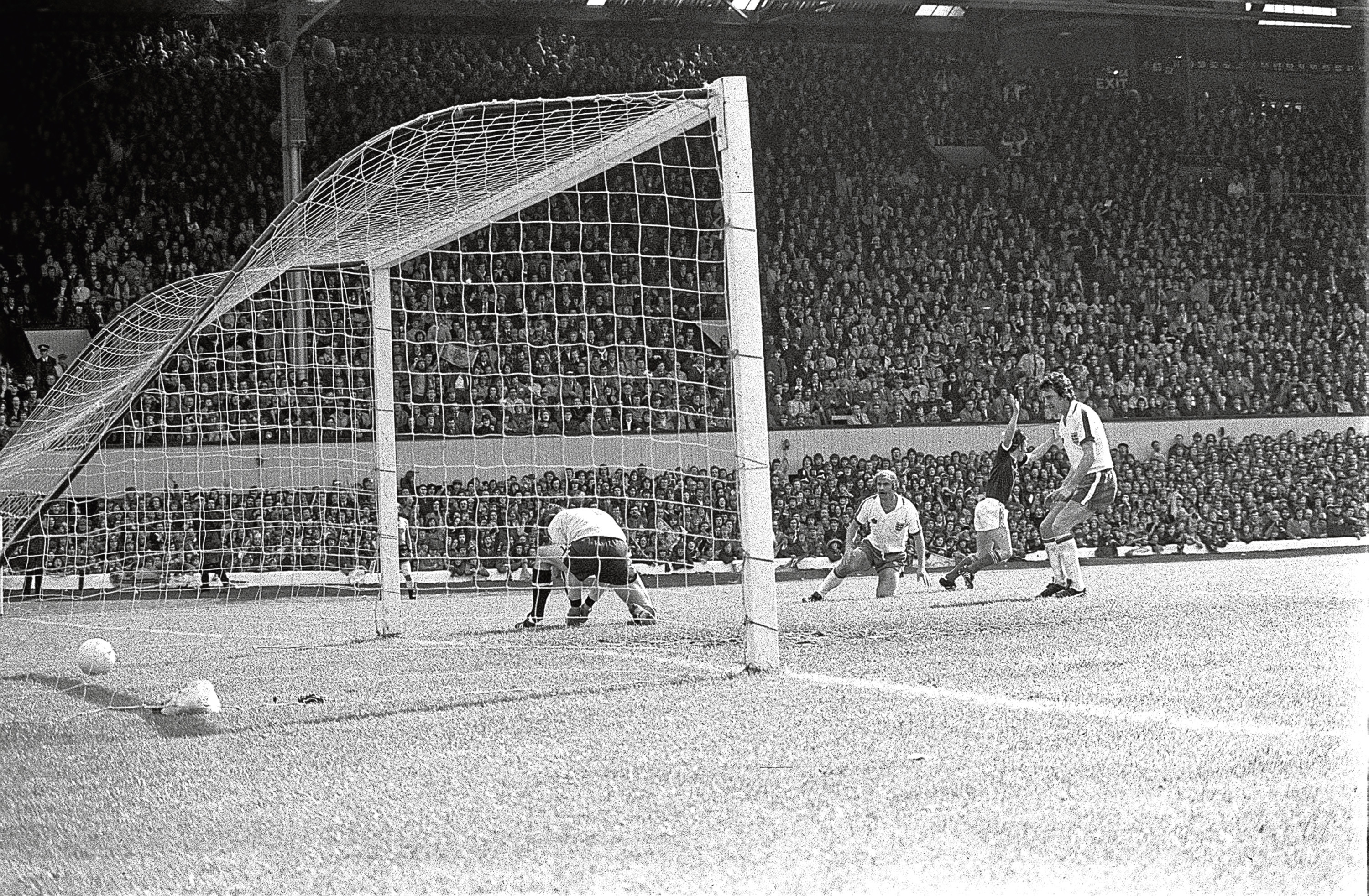 Kenny turns away after nutmegging Ray Clemence in 1976 (PA Archive)