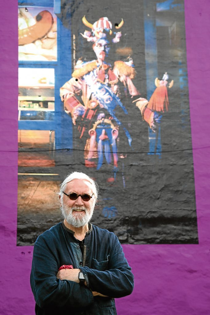 Billy Connolly tours the giant murals of him in Glasgow (BBC) Photograph by Martin Shields Tel 07572 457000 www.martinshields.com © Martin Shields