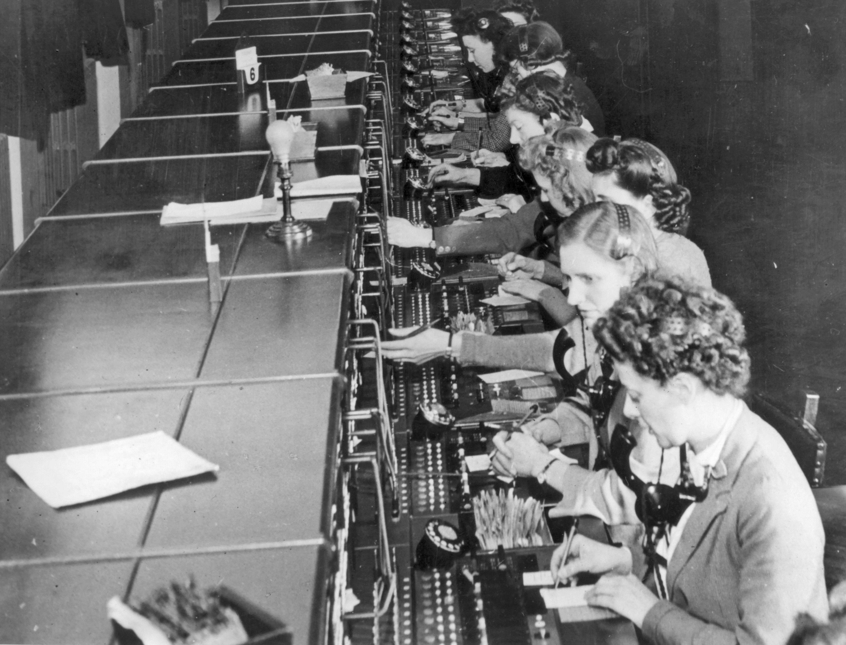BT operators handling 999 calls - circa 1947 - as the world's oldest emergency service turns 80 (BT)