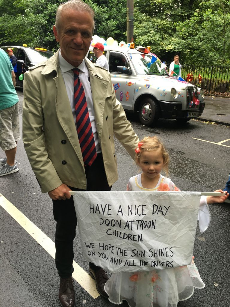 Robert Ross and his granddaughter (Ross Crae / DC Thomson)