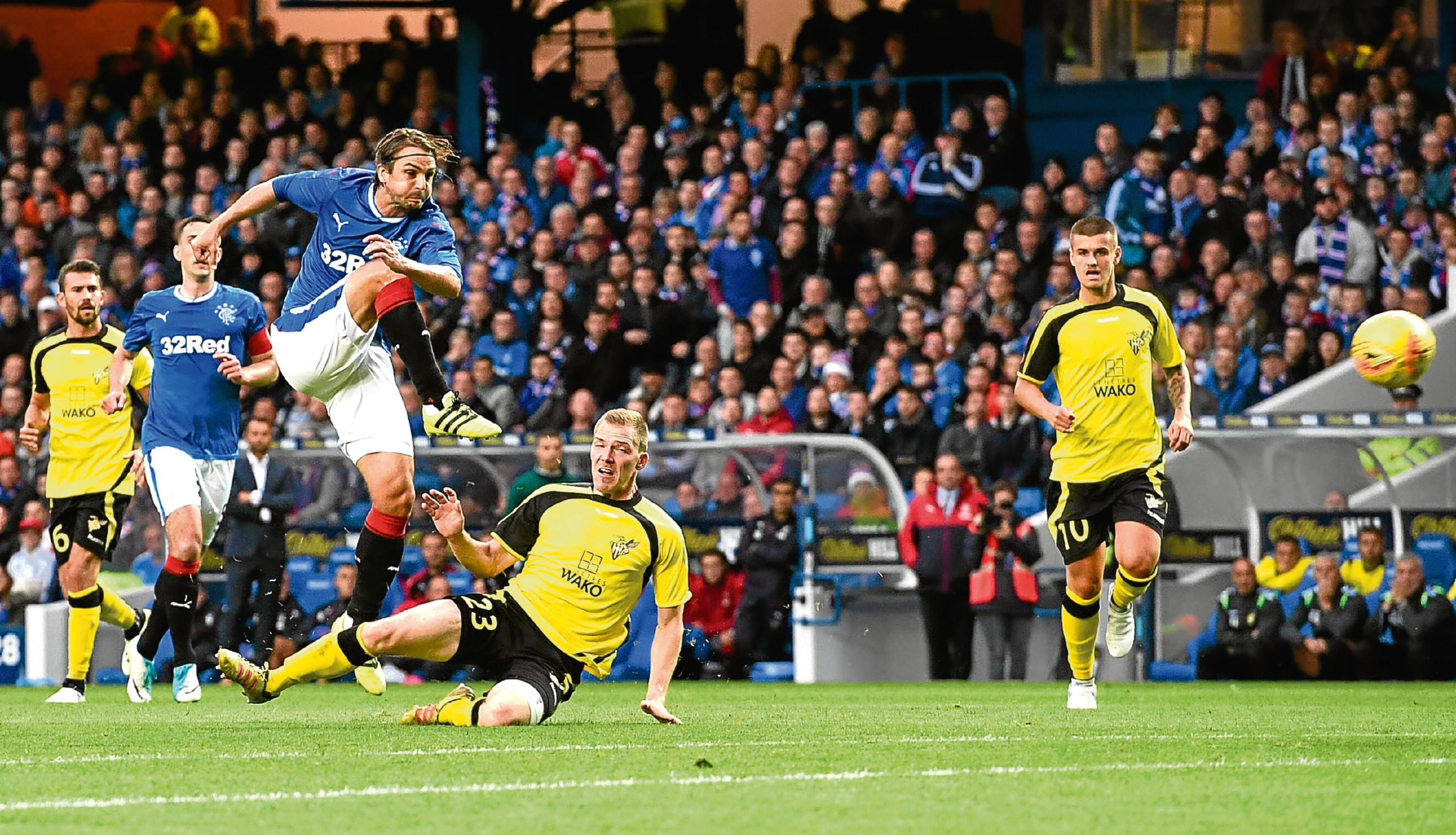 Niko Kranjcar comes close early on for Rangers against Progres Niederkorn (SNS Group)