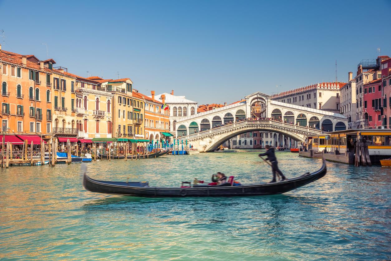 Gondola near Rialto Bridge in Venice, Italy (iStock)
