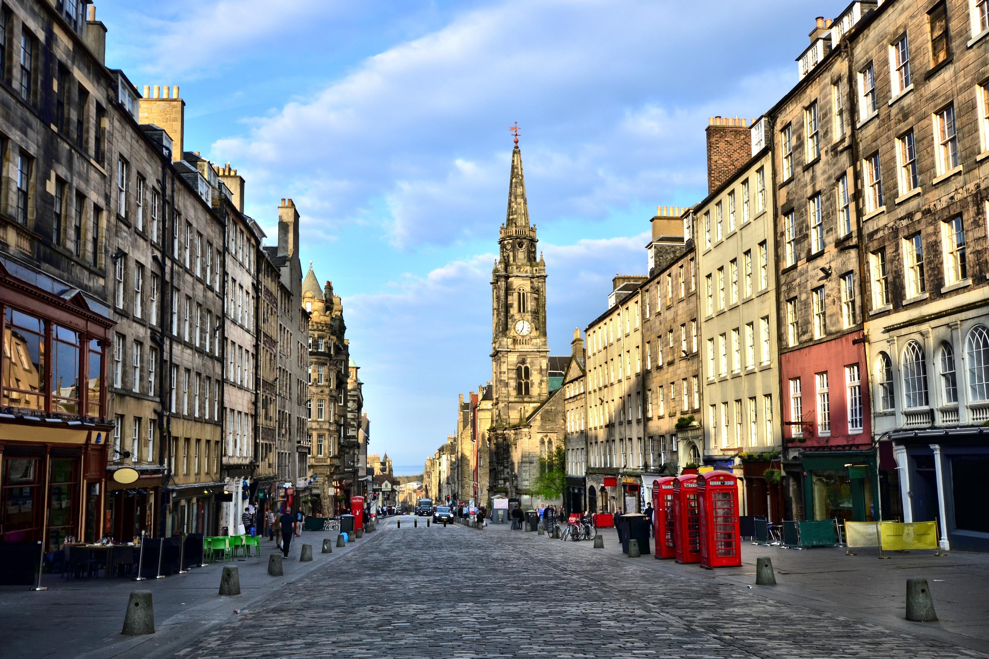 View down the historic Royal Mile, Edinburgh, Scotland (iStock)