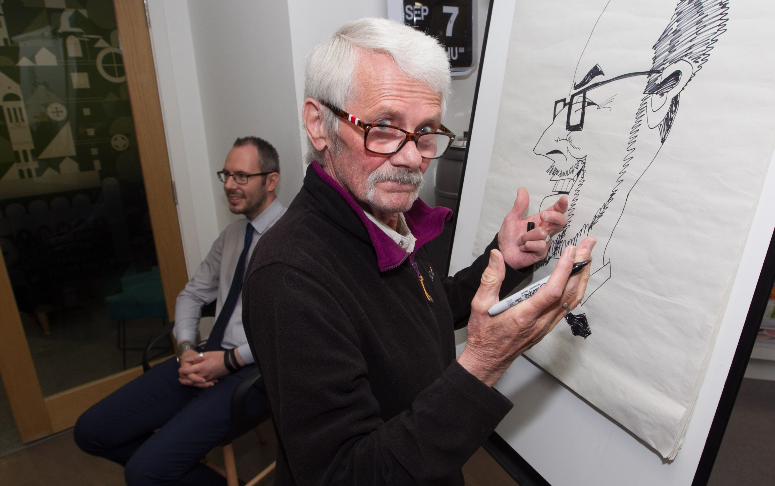 Malky McCormick draws Sunday Post writer Murray Scougall at the dementia resource centre (Chris Austin / DC Thomson)