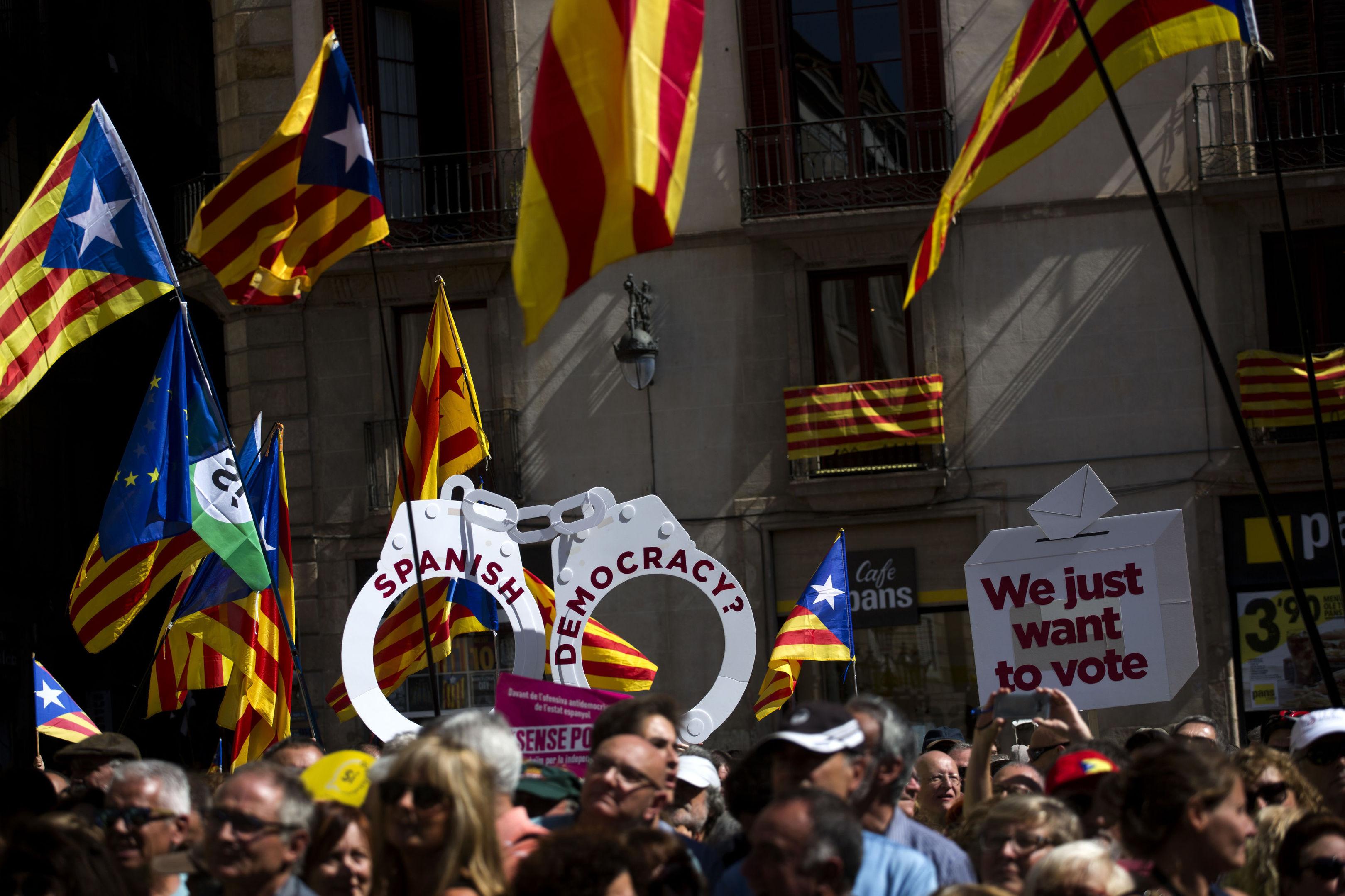 Catalan independence supporters (AP Photo/Emilio Morenatti)