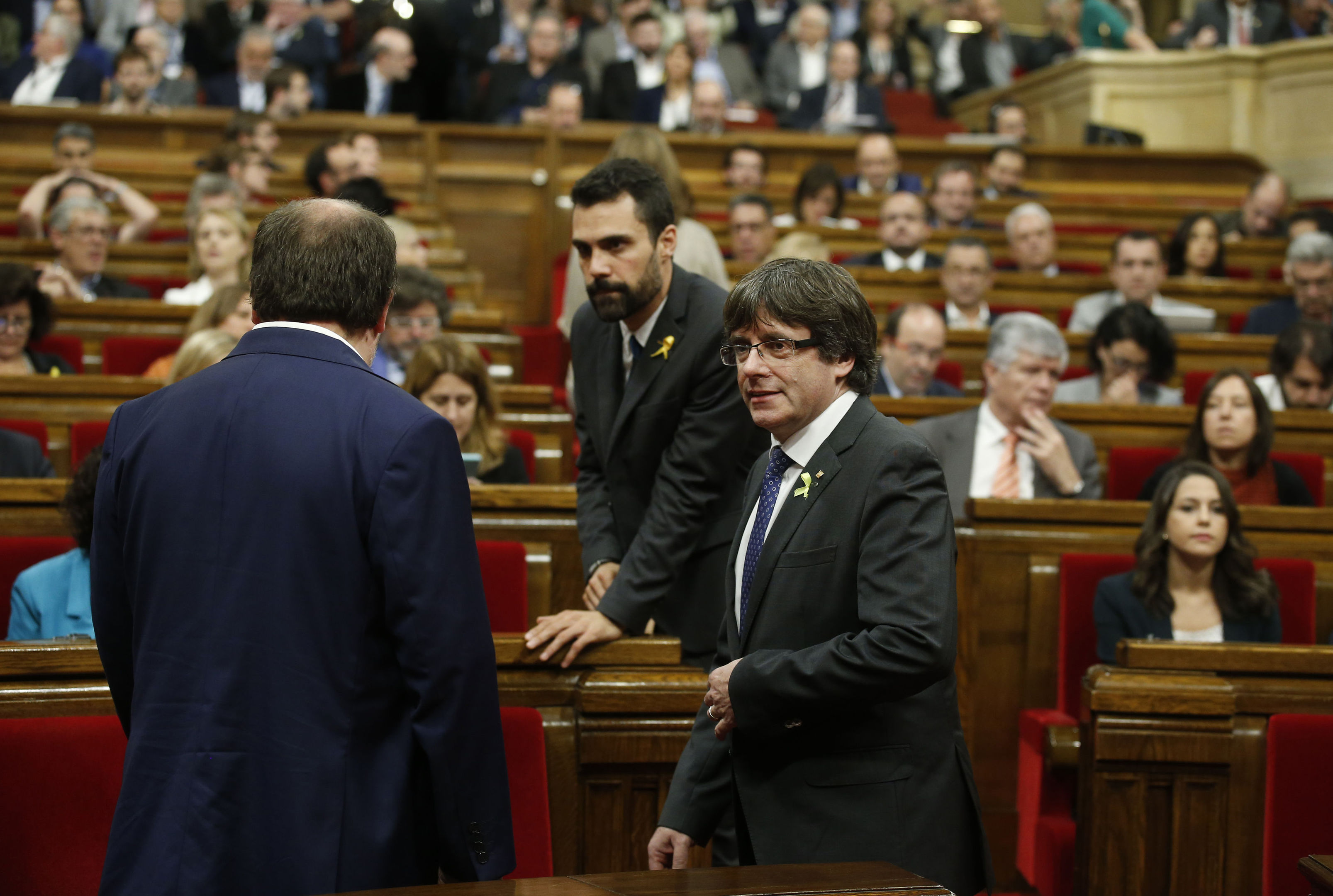 Catalan President Carles Puigdemont, right, during a session inside the Catalan parliament (AP Photo/Manu Fernandez)