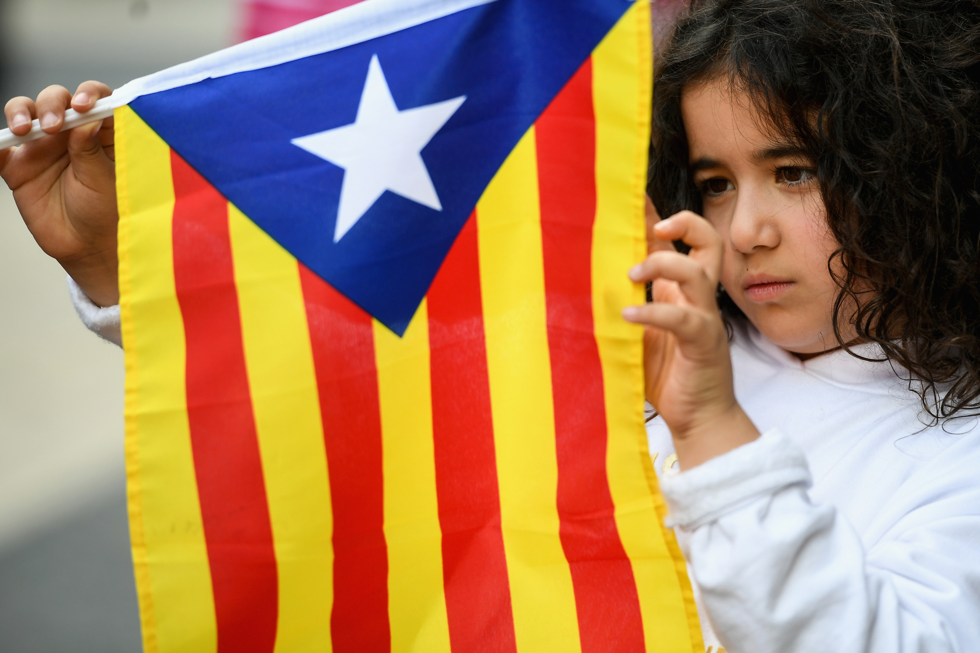 Catalan independence supporters gather outside of the Palau Catalan Regional Government Building on October 28, 2017 in Barcelona,Spain. (Jeff J Mitchell/Getty Images)