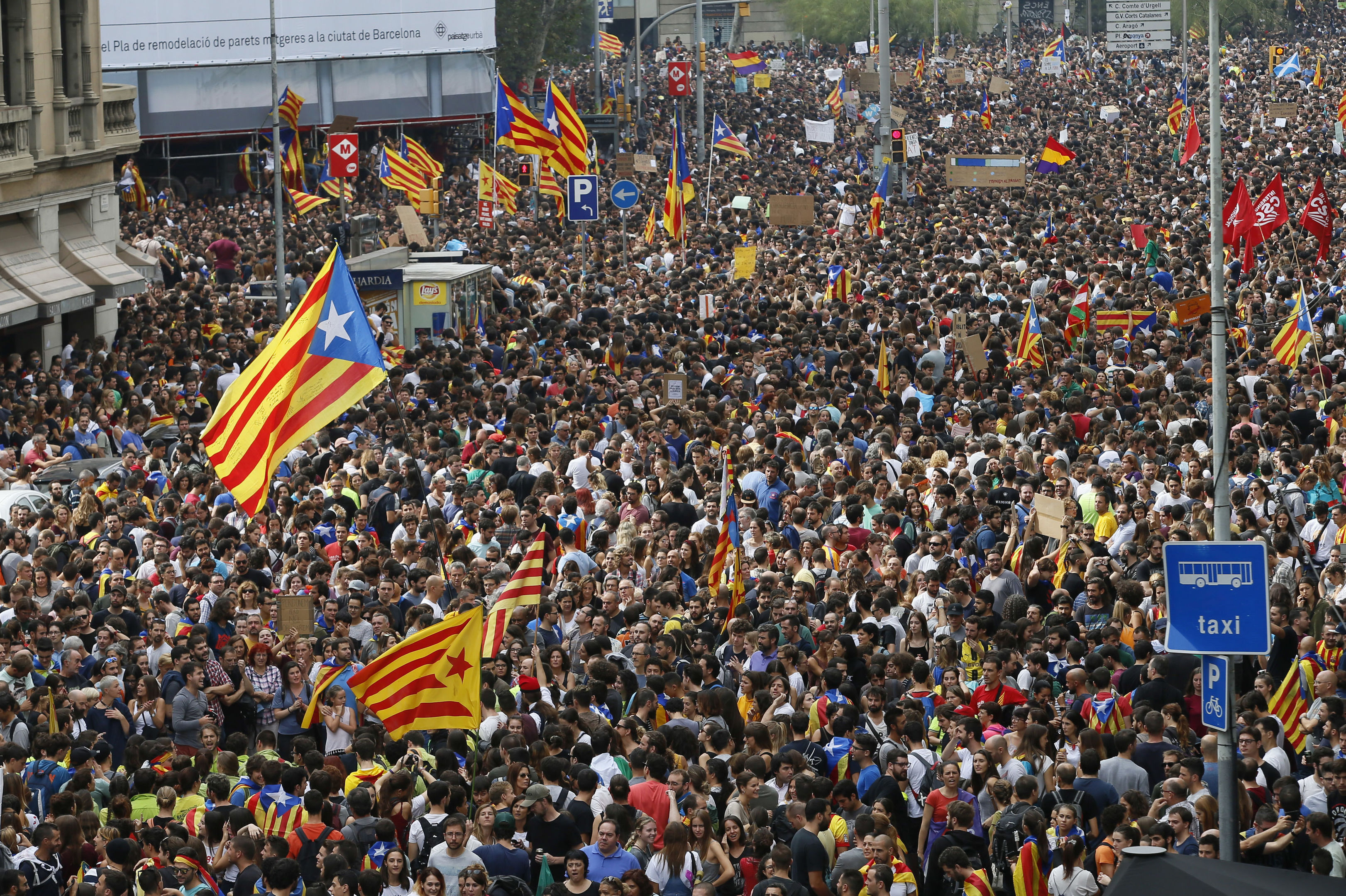 Protesters, some with ''esteladas'' or Catalonia independence flags pack the city center during a one-day strike in Barcelona, Spain, Tuesday Oct. 3, 2017. (AP Photo/Bob Edme)