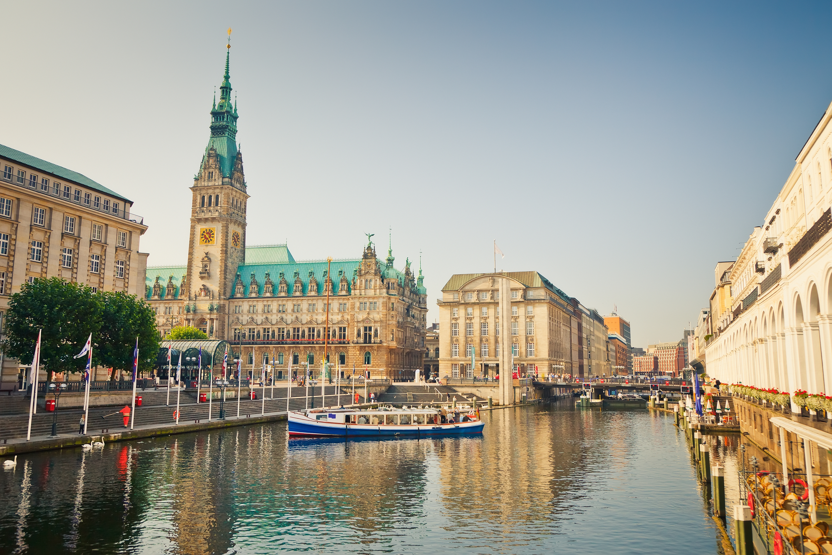 Hamburg town hall and Alster river (iStock)