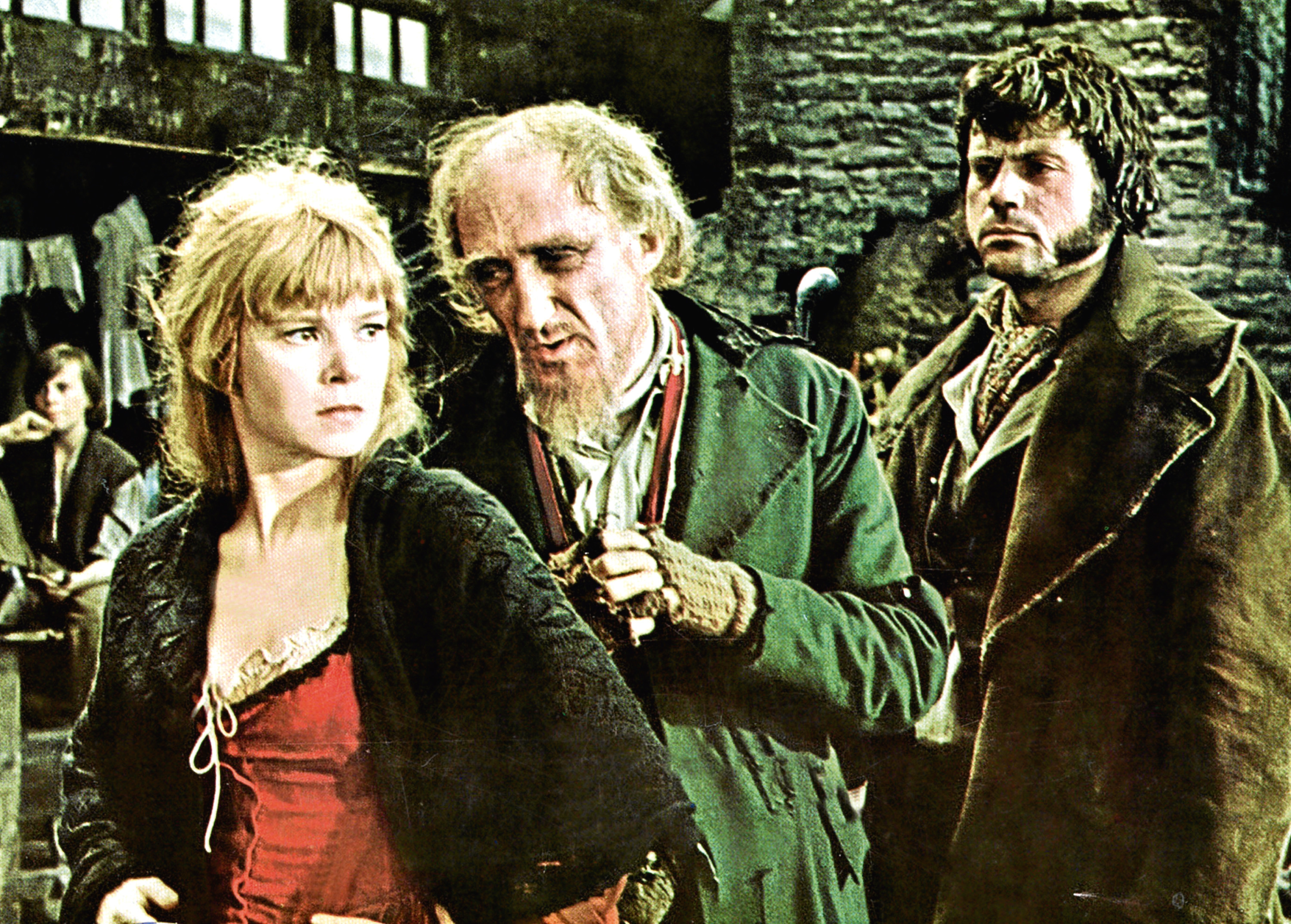 SHANI WALLIS, RON MOODY & OLIVER REED IN 'OLIVER!' (1968) (Allstar/ROMULUS)