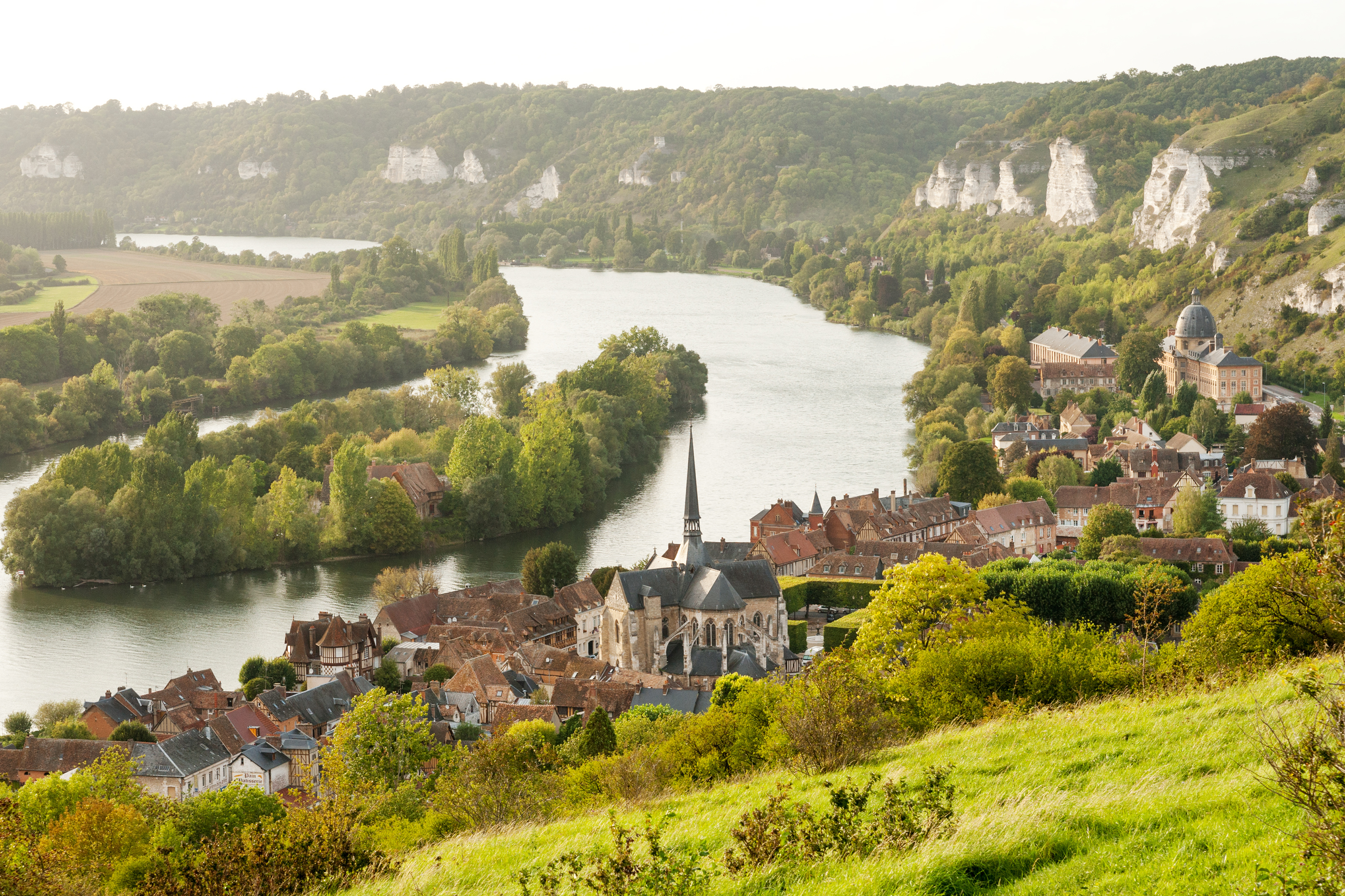 Les Andelys commune on the banks of Seine, Upper Normandy (iStock)