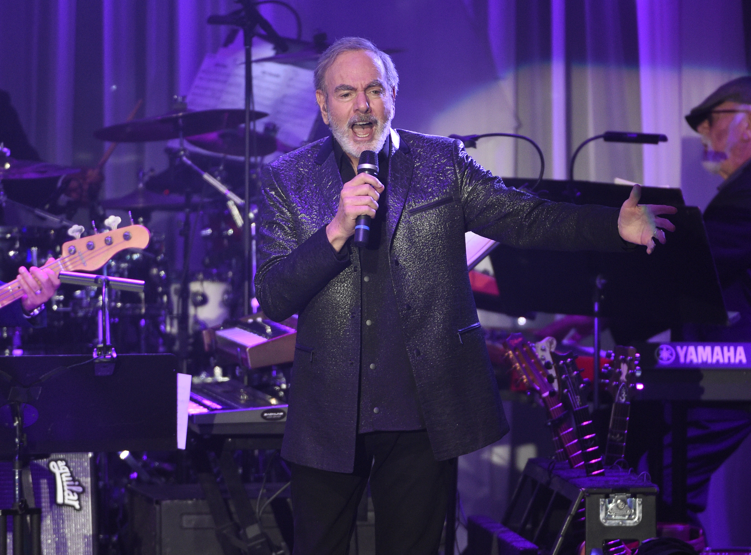 Neil Diamond announced he was retiring from touring after being diagnosed with Parkinson's (Chris Pizzello/Invision/AP)