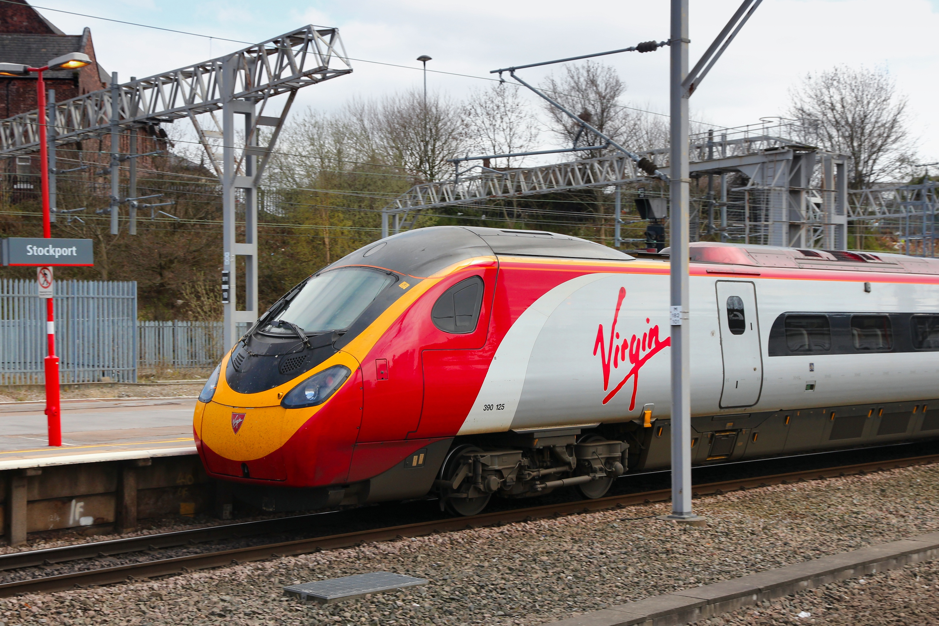 Virgin Trains (Getty Images/iStock)