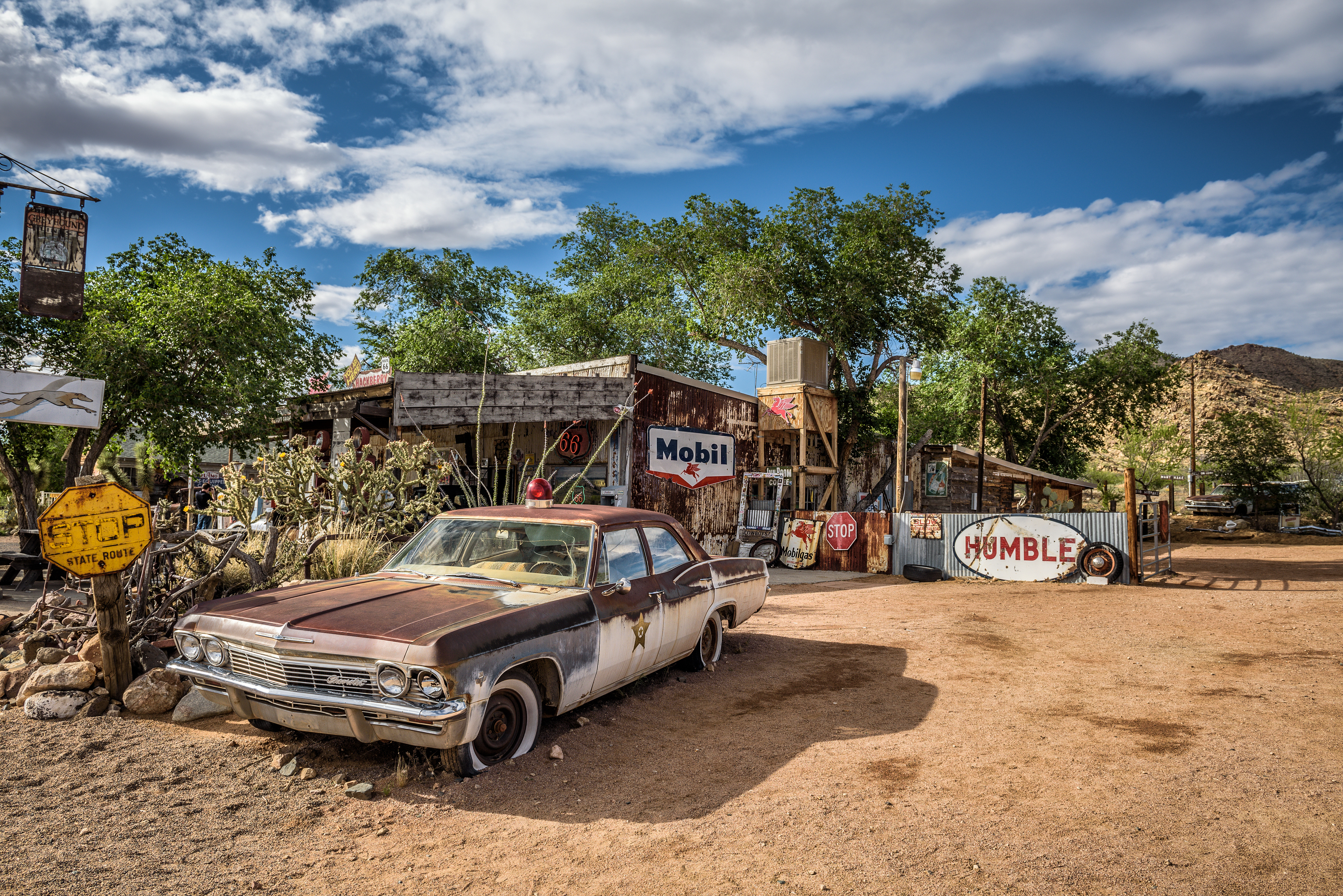 Old sheriff's car wreck left abandoned near the Hackberry General Store (Getty Images)
