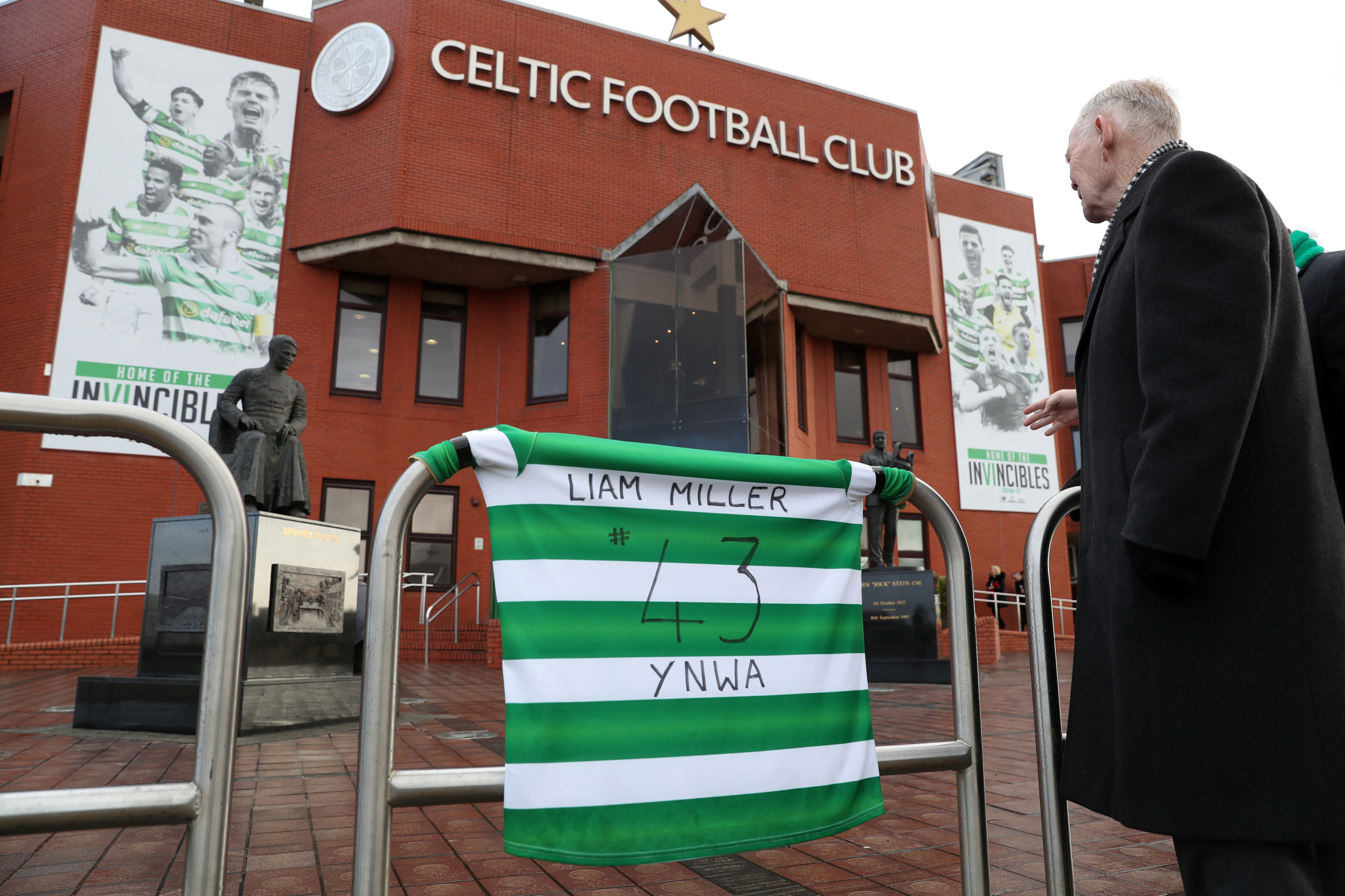Liam Miller tributes outside Celtic Park (Andrew Milligan / PA Wire)