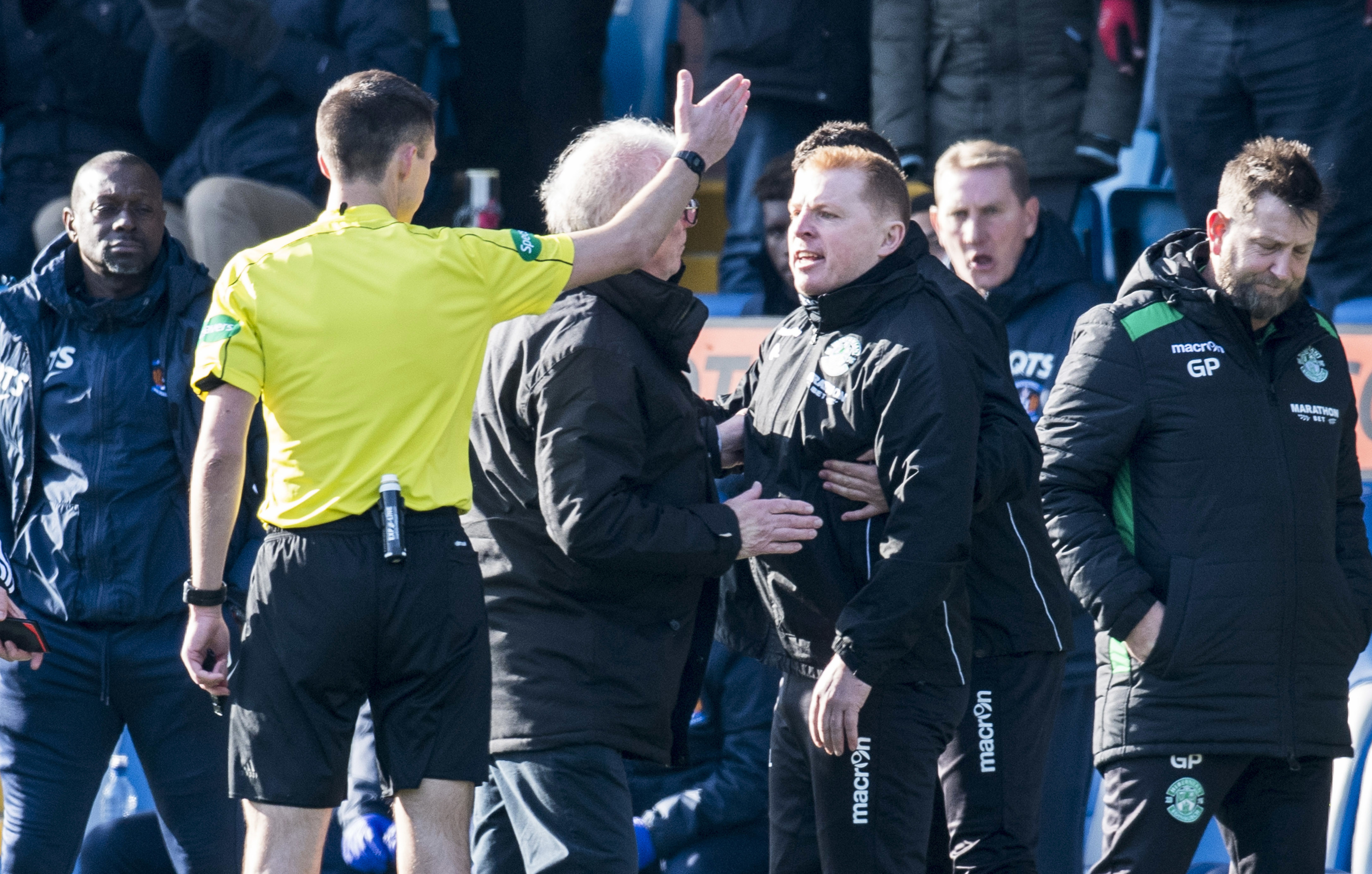 Neil Lennon exchanges words with referee Kevin Clancy (SNS Group / Rob Casey)