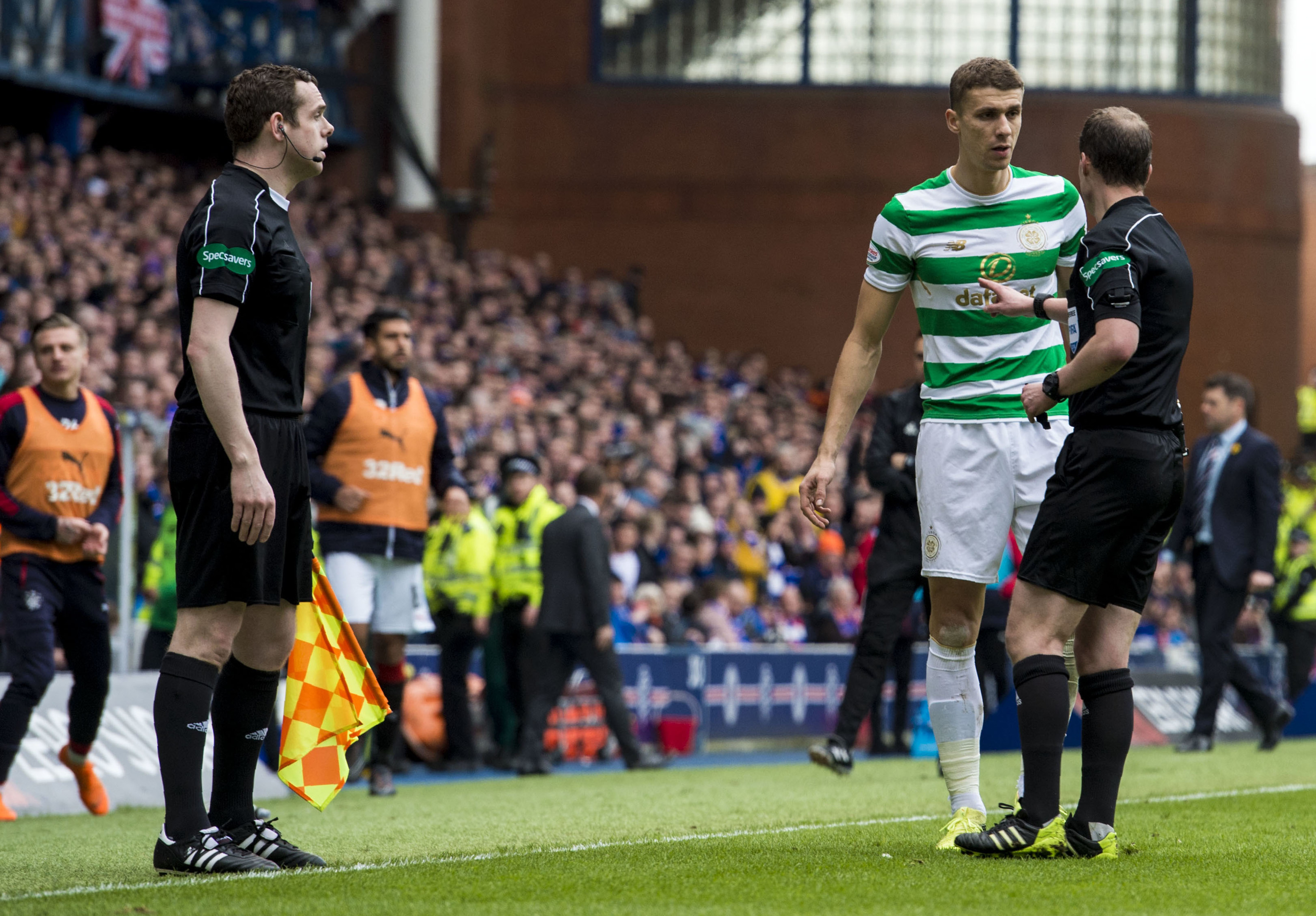 Celtic's Jozo Simunovic is sent off (SNS)