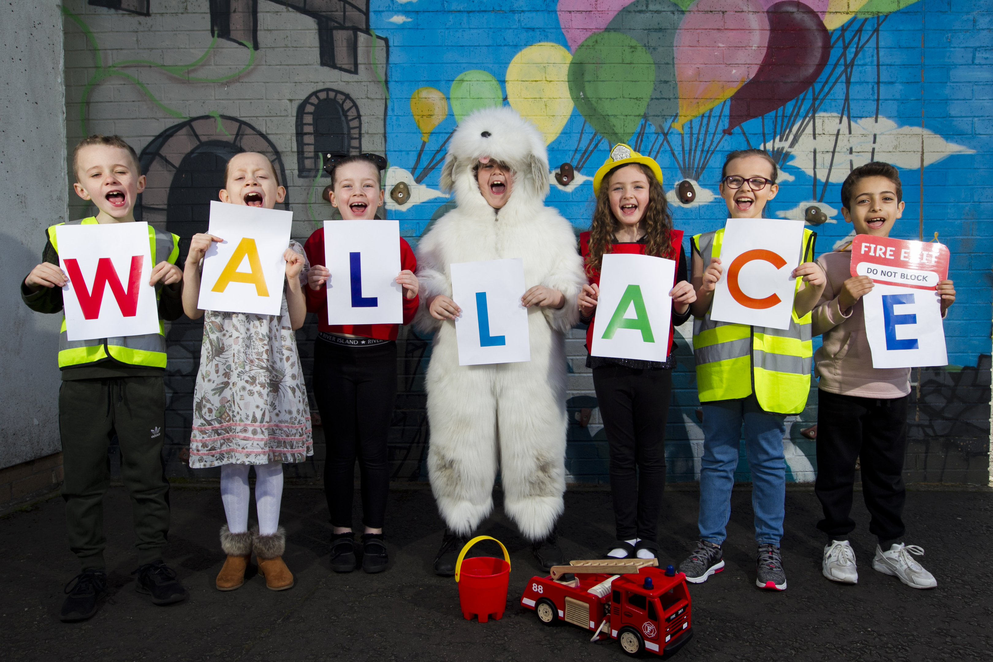 Children from Saracen Primary School, who are campaigning to have a statue of the famous Wallace the Fire Dog (Andrew Cawley / DC Thomson)