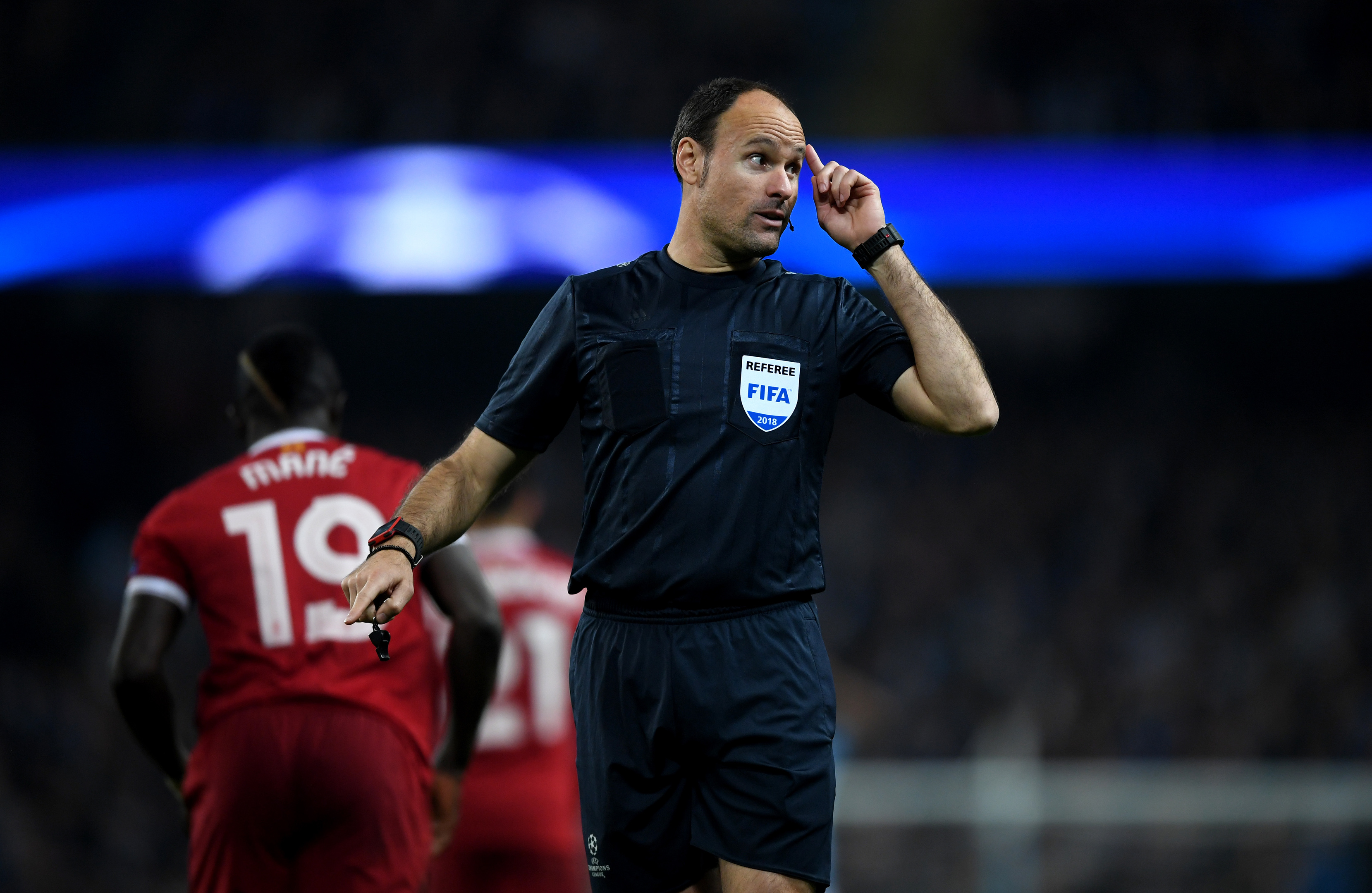 Referee Antonio Miguel Mateu Lahoz (Shaun Botterill/Getty Images)