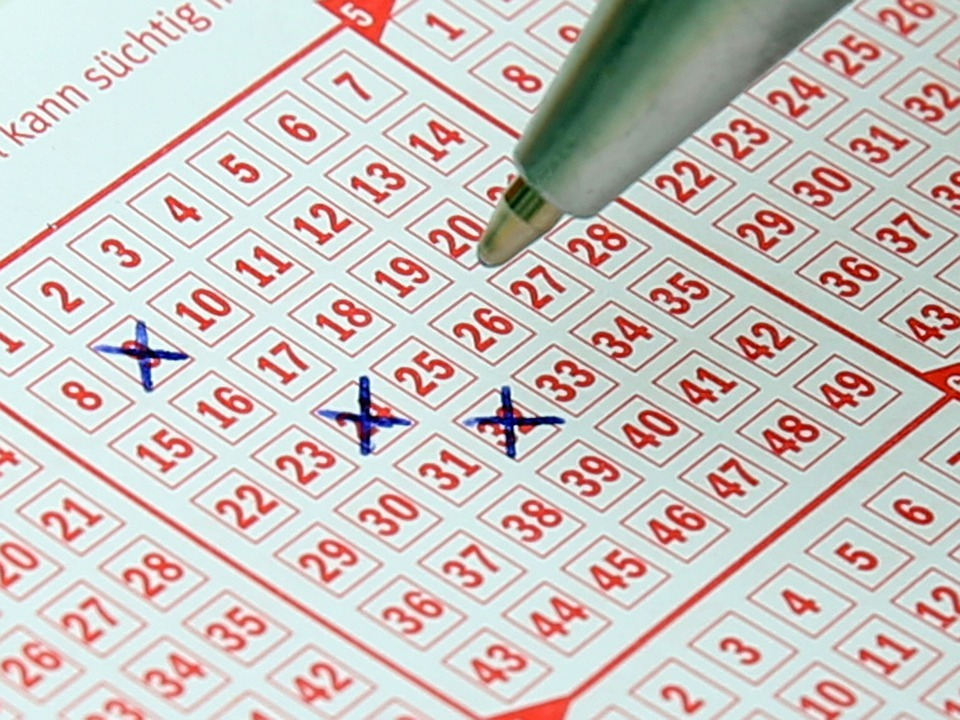 Source: https://pixabay.com/en/lotto-lottery-ticket-bill-profit-484782/Pixabay