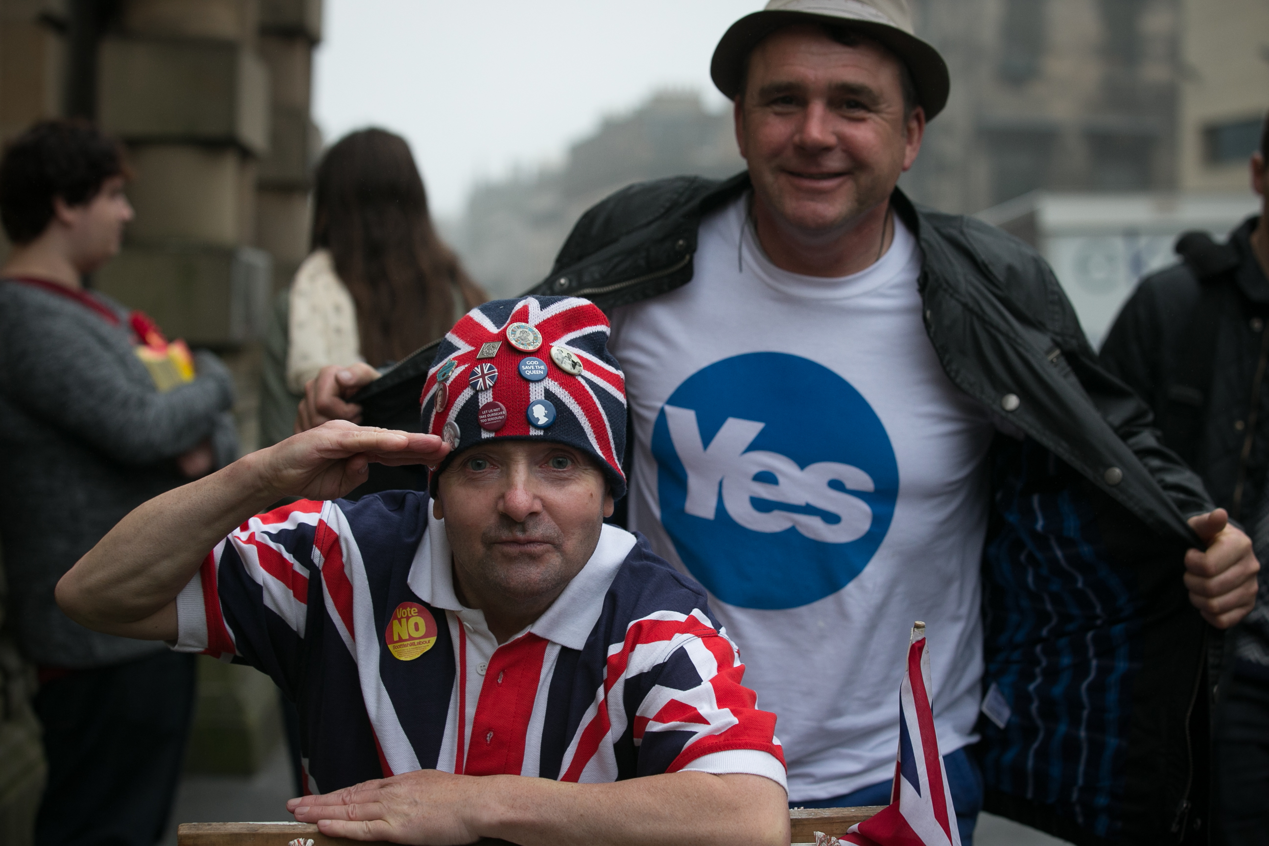 Voters agreeing to disagree at an Edinburgh polling station in September 2014 (Matt Cardy/Getty Images)
