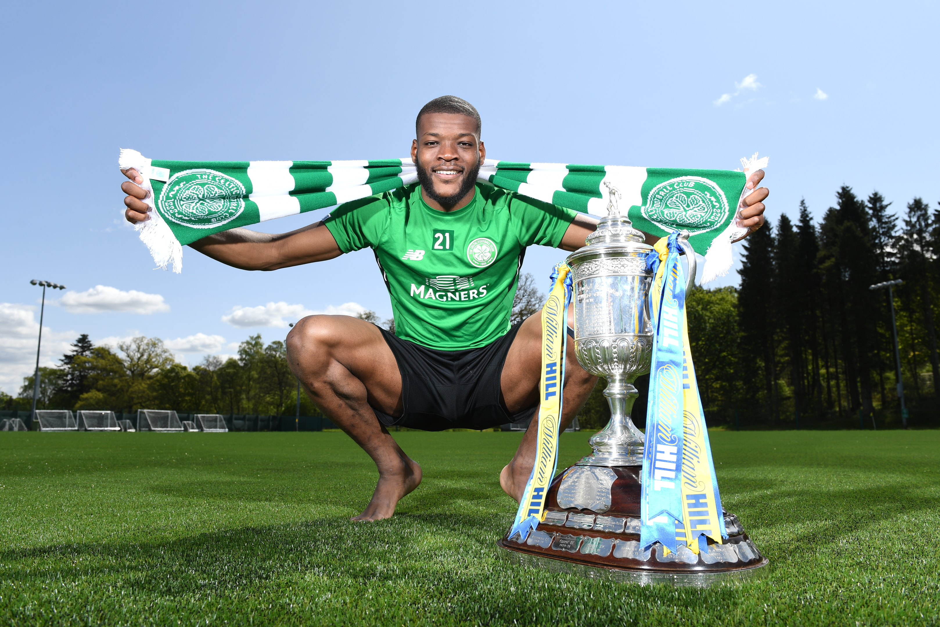 Olivier Ntcham with the William Hill Scottish Cup SNS Group / Craig Williamson)