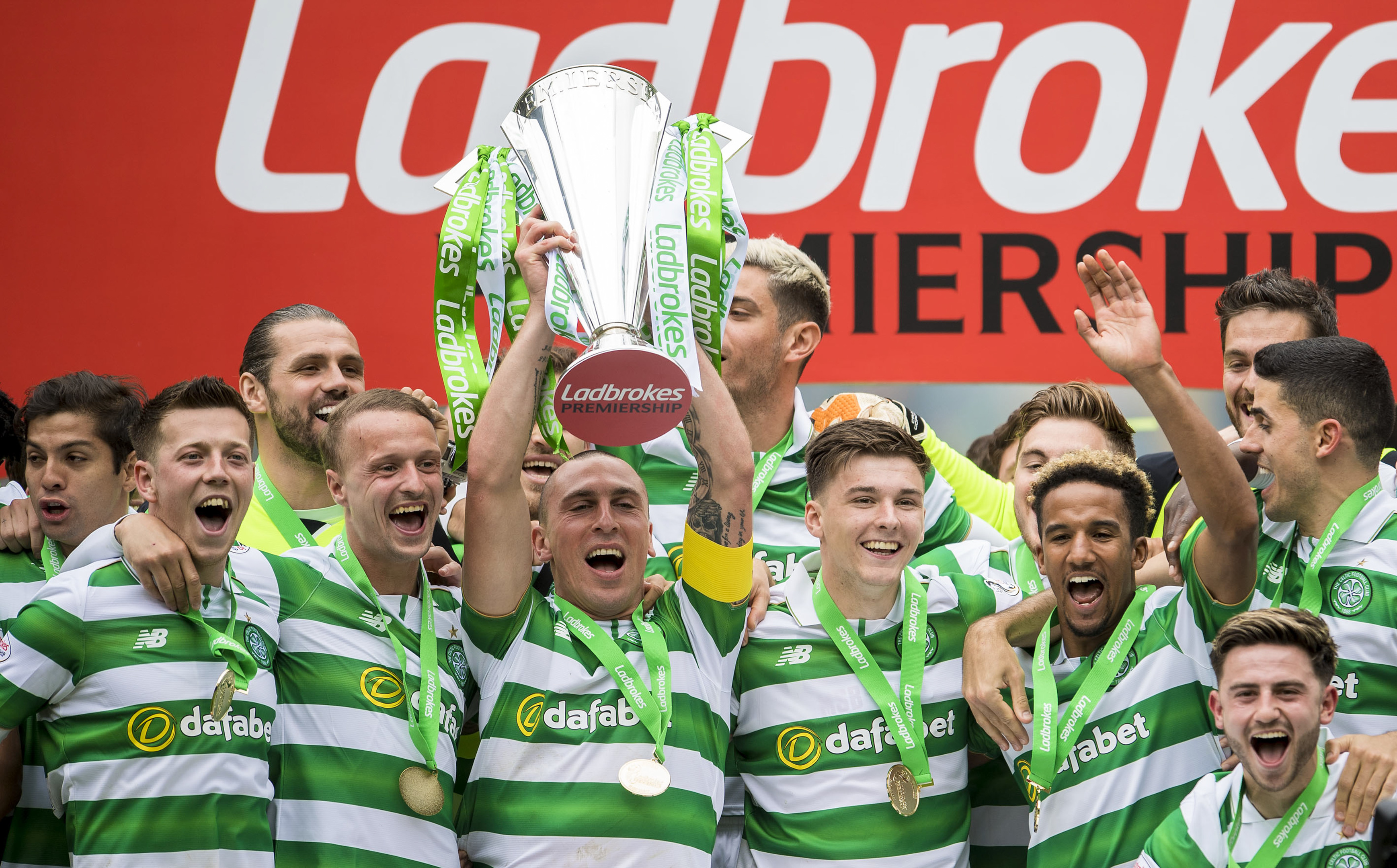Celtic captain Scott Brown with the Ladbrokes Premiership trophy (SNS Group)