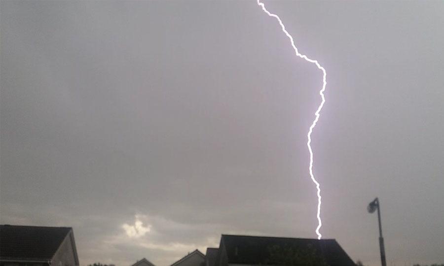 Lightning over Kirkintilloch (MarkVoganWeather.com)