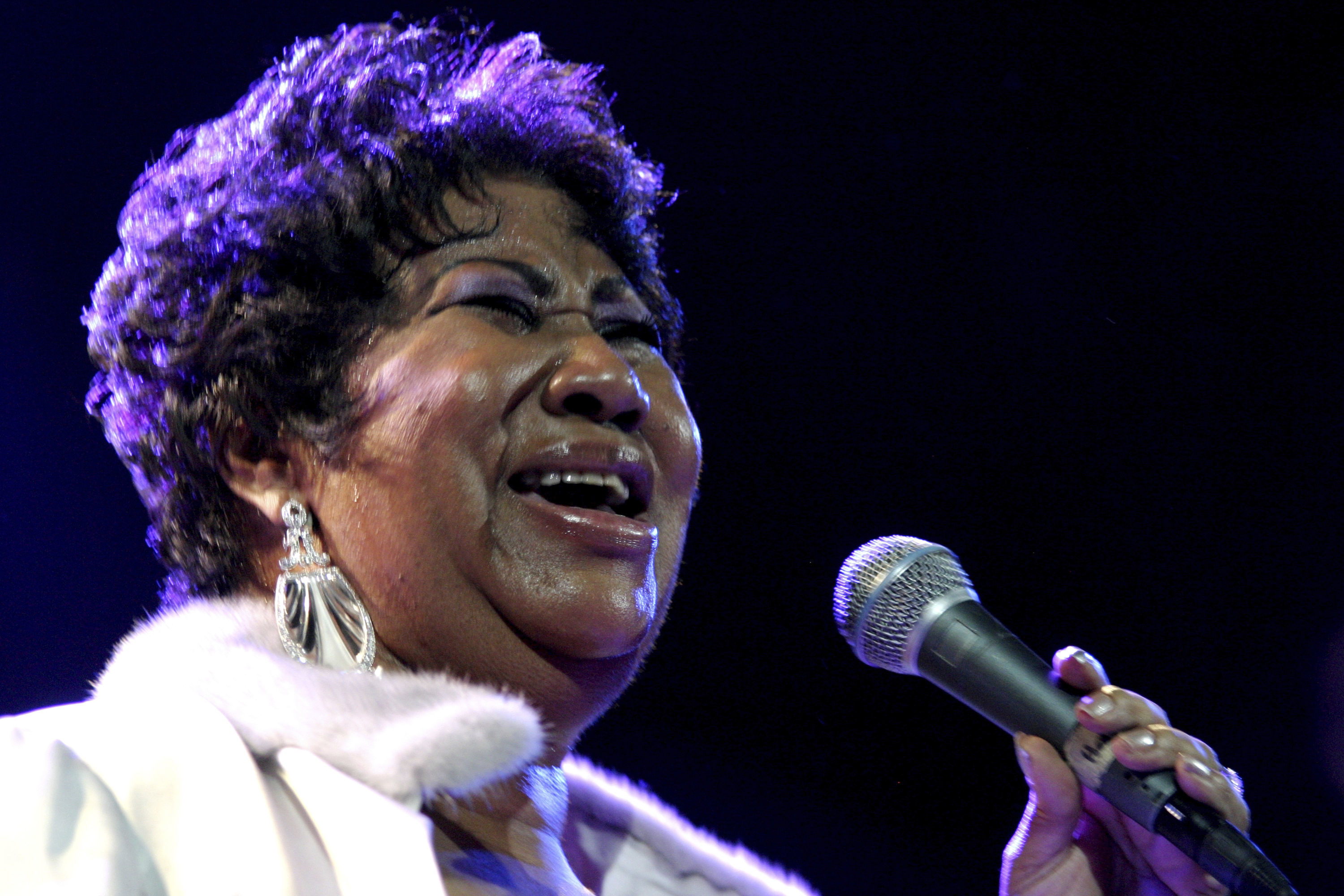 Aretha Franklin performs in 2008 (AP Photo/Shea Walsh)