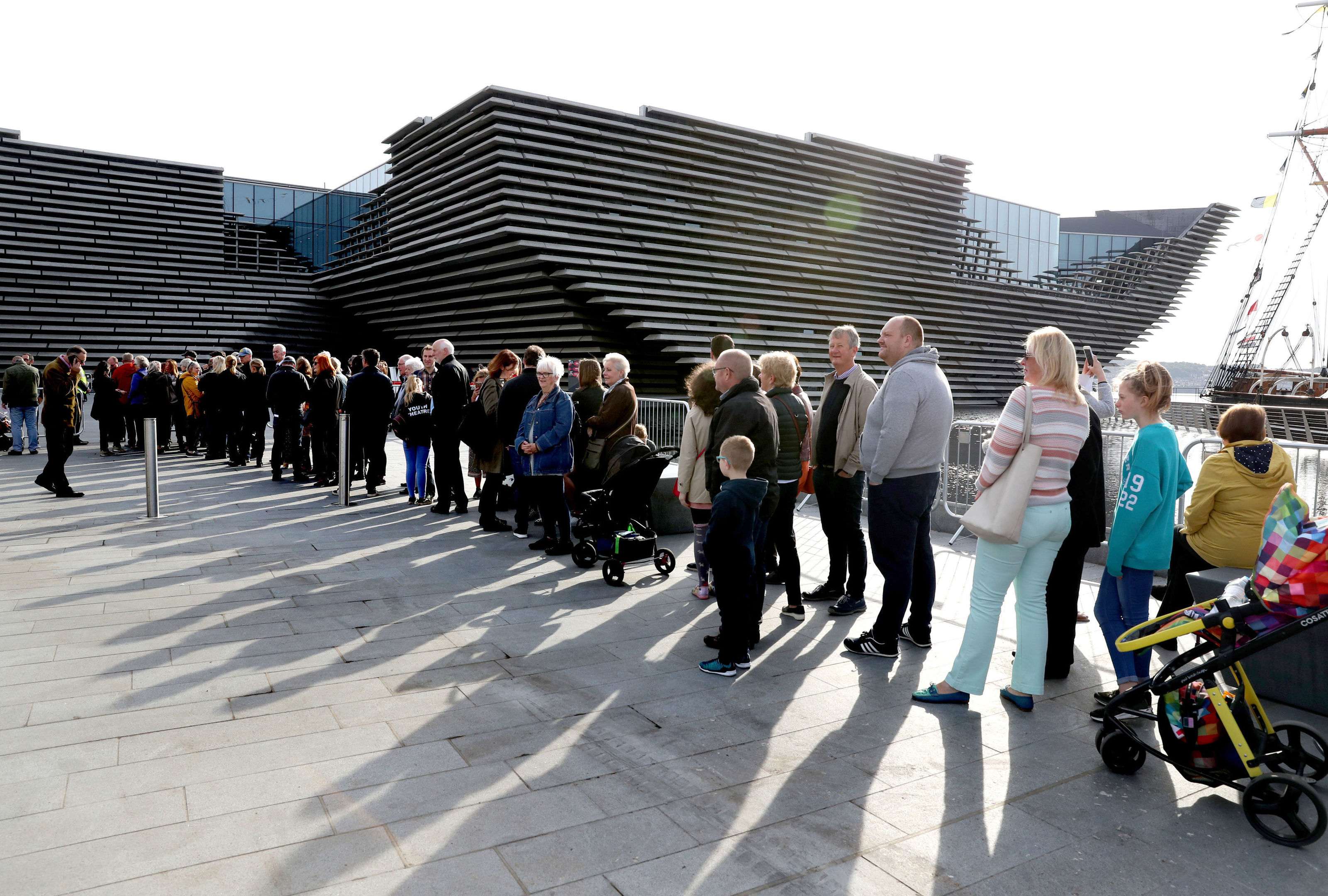 People queue for a first look inside V&A (Andrew Milligan / PA)