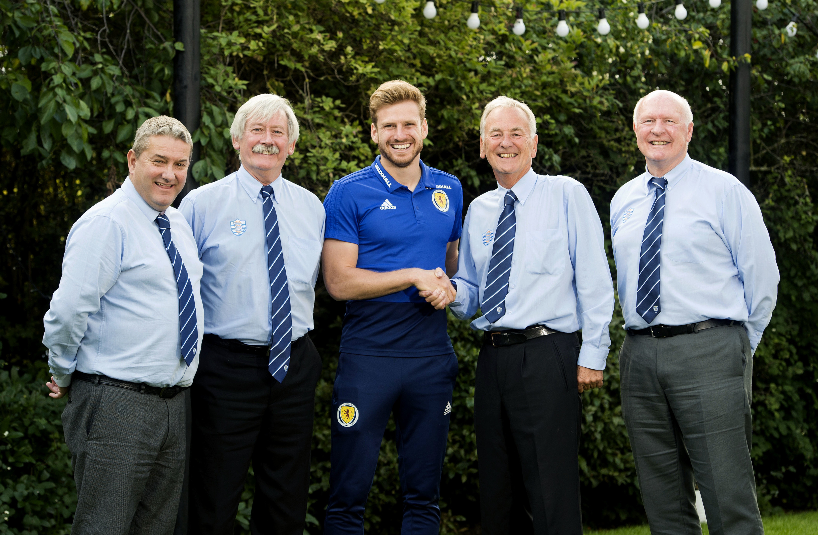 Scotland's Stuart Armstrong (centre) meet's representatives from Dyce Boys Club (SNS Group / Paul Devlin)