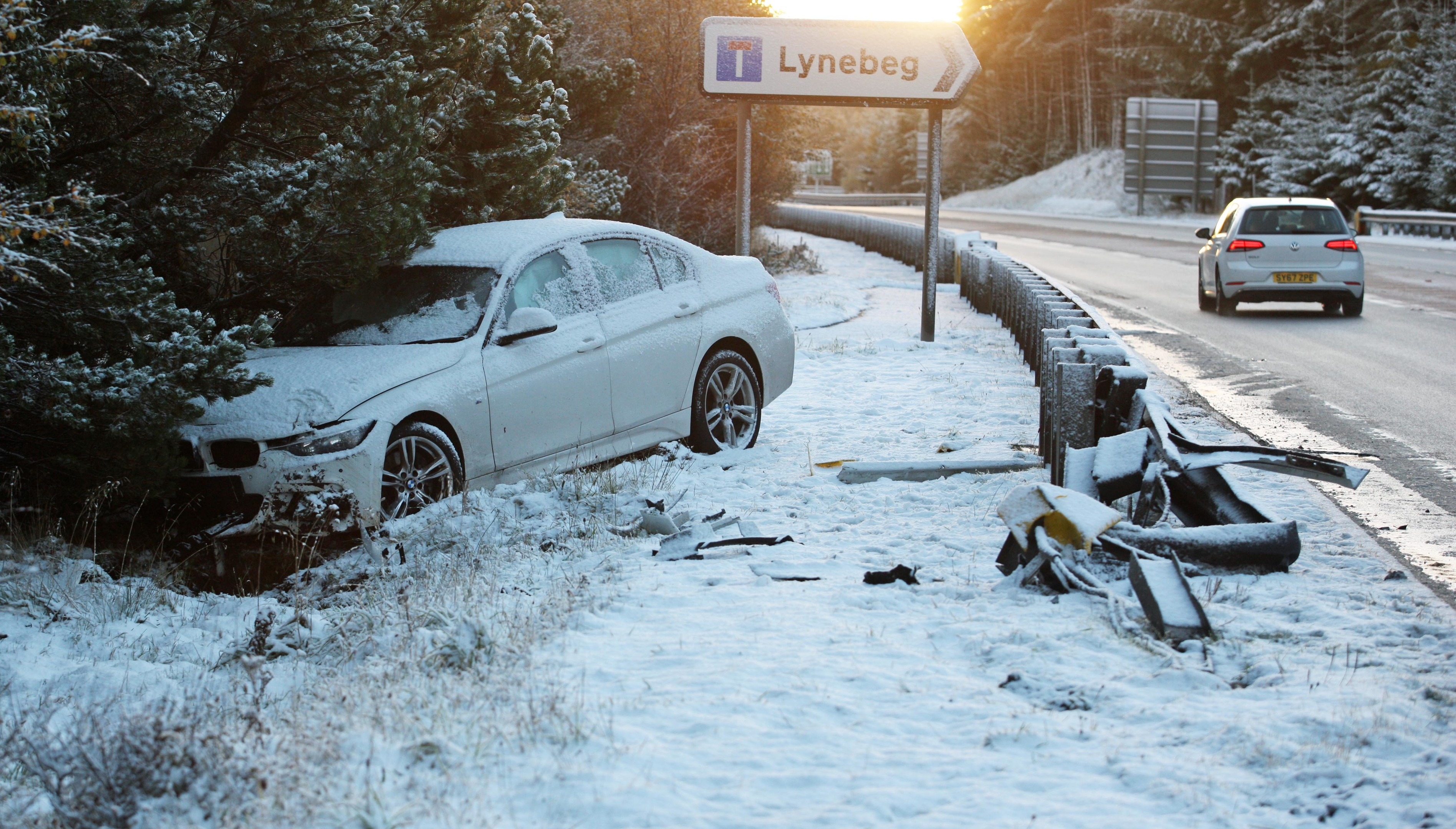 Car hits skids near Lynbeg yesterday (Peter Jolly)