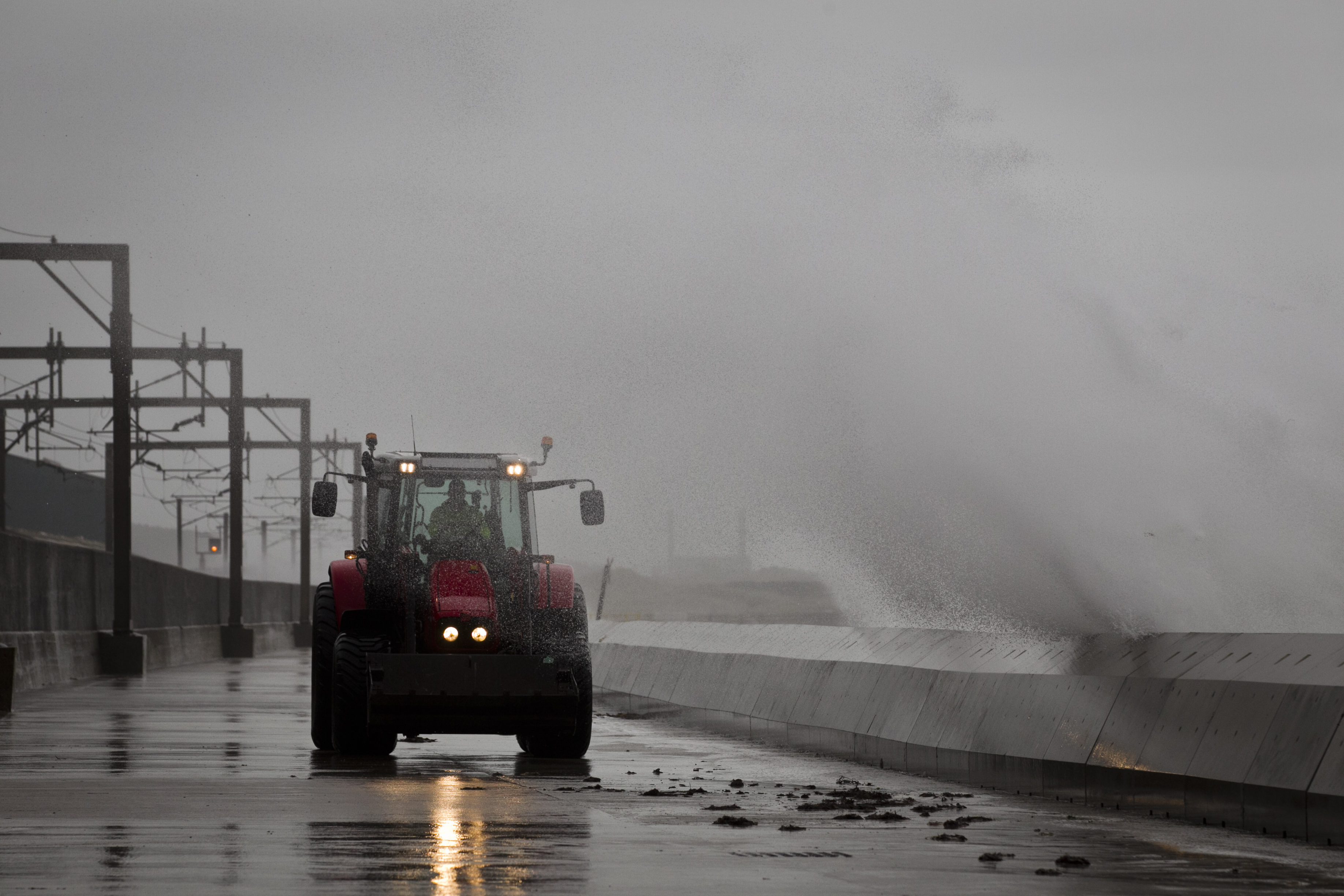 Strong winds lead to high waves at Saltcoats, as seen earlier this year (Andrew Cawley / DC Thomson)