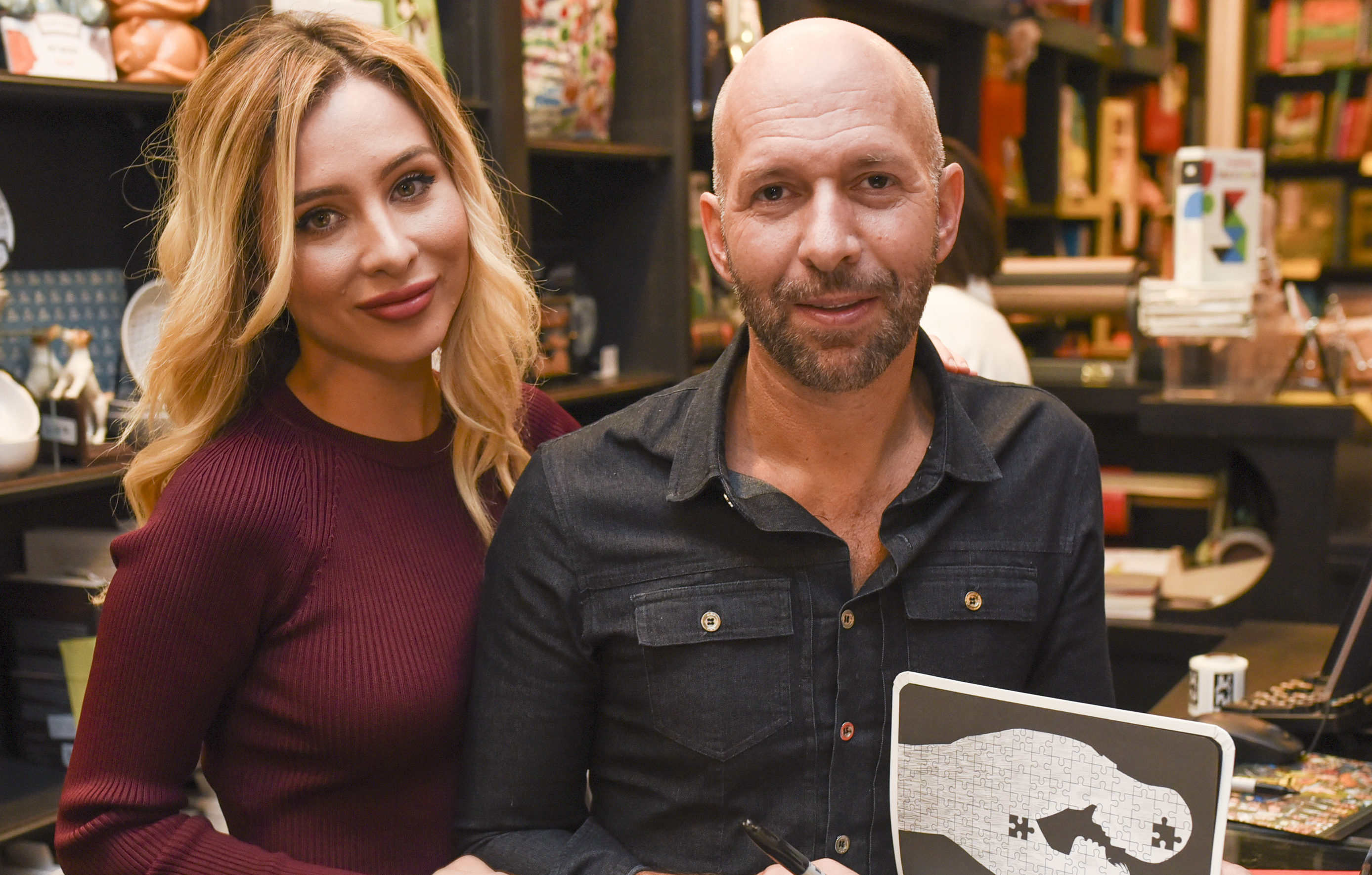 Neil Strauss and then wife Igrid De La O at book signing in 2015 (Michael Bezjian/WireImage)