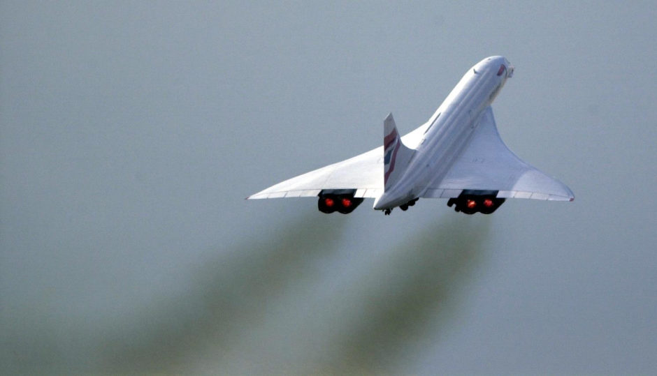 A British Airways Concorde takes off for the final time from Heathrow Airport, 2003