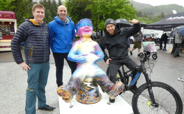 (l-r) Douglas Roulston, VisitScotland Regional Partnerships Director, Chris Taylor and Danny MacAskill with the Oor Nevis sculpture