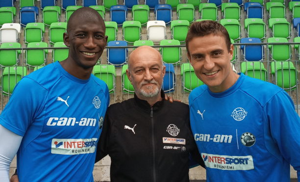 David Coull flanked by Mahamadou Sissoko (left) and Antonio Reguero
