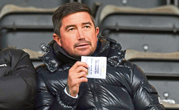 Harry Kewell watches Hibs beat St Johnstone