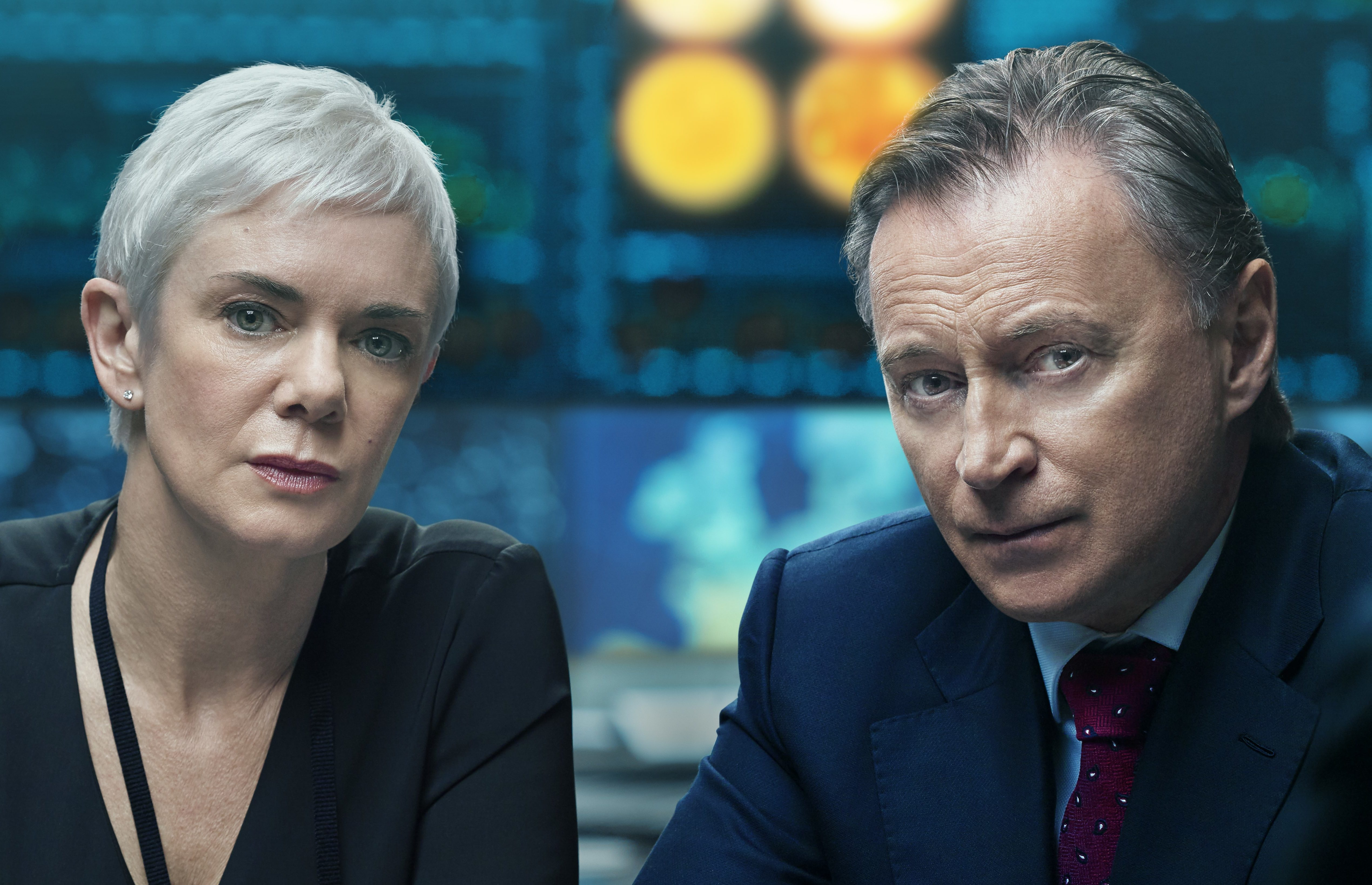 Robert Carlyle as the Prime Minister and Victoria Hamilton as his Chief of Staff in Cobra