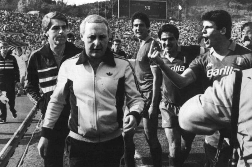 Walter Smith and Jim McLean run the gauntlet from Roma players