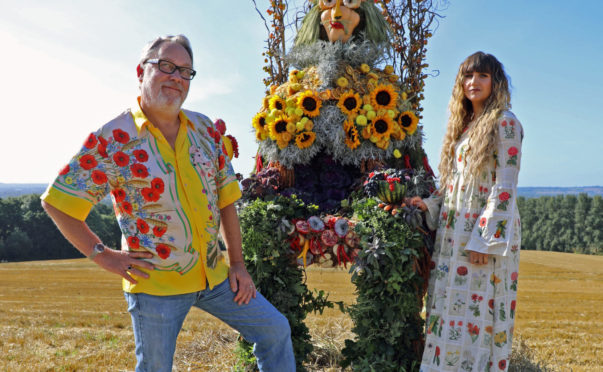 Vic Reeves and Natasia Demetriou present The Big Flower Fight on Netflix