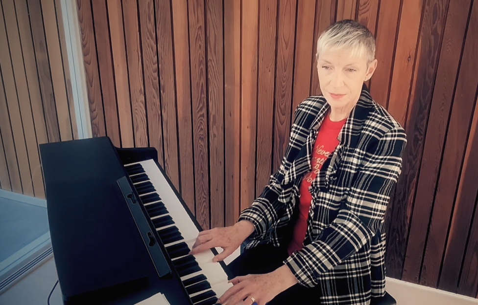 Annie Lennox performing for STV's Songs for Scotland (Credit - STV)
