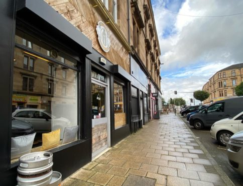 The Grunting Growler, a craft beer and mini-bar in the West End of Glasgow.
