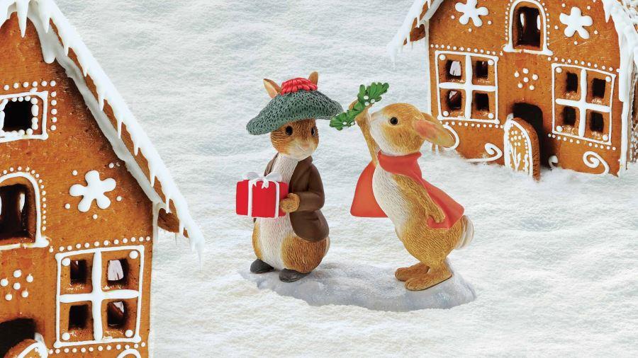 Flopsy & Benjamin Bunny Under the Mistletoe Figurine