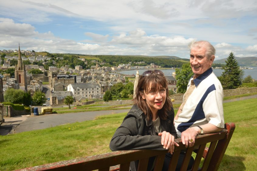 Maureen on Bute with dad Johnny in 2013