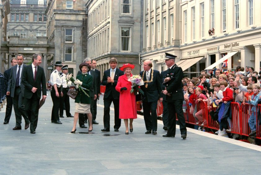 The Queen opening GoMA, 1996