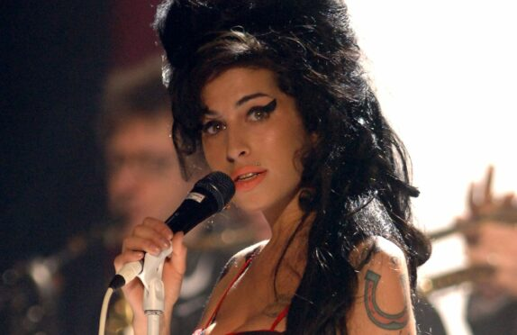Amy Winehouse performs Rehab at the 2007 Brit Awards