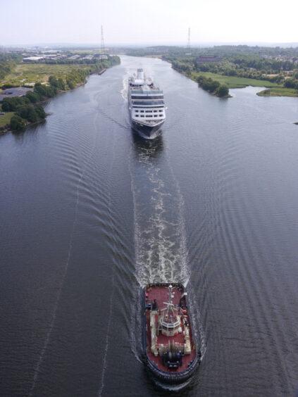 Azamara Quest heading towards the Erskine Bridge
