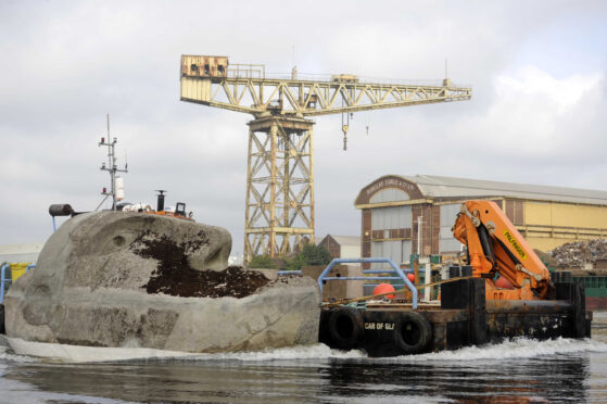 Floating Head is towed along the Clyde