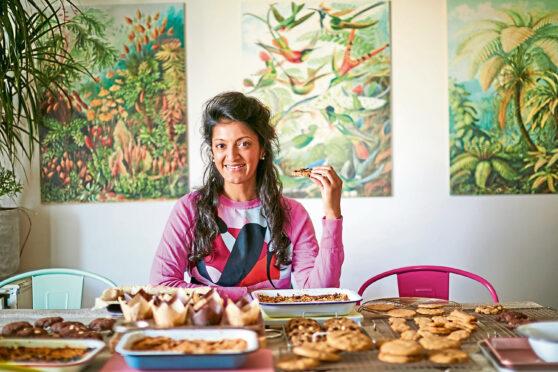The Sweet Roasting Tin (One Tin Cakes, Cookies & Bakes) by Rukmini Iyer